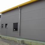 c)Waagrecht verlegt, unsichtbar geschraubt, microlinierte Aussenfassade-Fenster Aluminium farbig